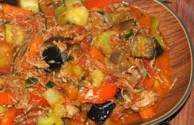 Тушеные овощи с тушенкой