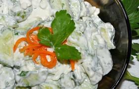Салат из огурцов с сыром