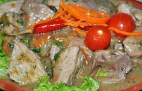 Свинина, тушённая с корейской морковью