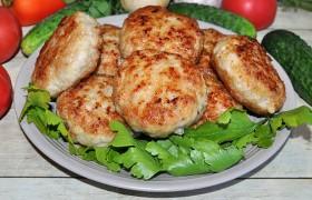 Котлеты из курицы и свинины – вкусные!