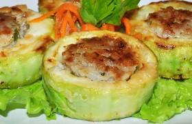 Фаршированные мясом жареные кабачки