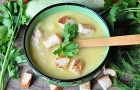 Суп-крем из кабачков с копченой курицей