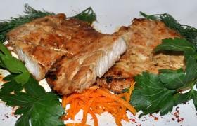Свиная корейка с чесноком и соевым соусом