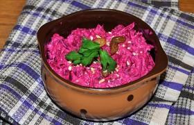 Салат из свеклы с орехами и сыром