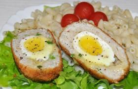 Куриные зразы с яйцом всмятку внутри