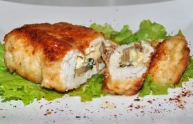 Куриные филе, фаршированные грибами и сыром