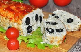 Мясной хлеб из курицы с маслинами