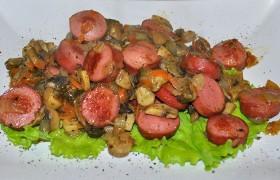 Рагу из сарделек с грибами