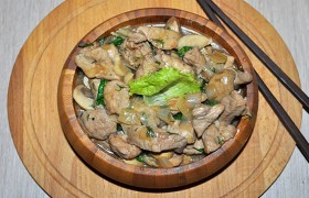 Свинина с грибами в соевом соусе