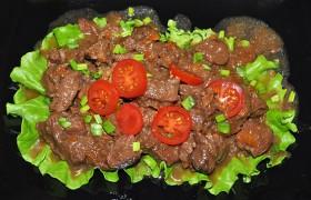 Тушеная в соевом соусе говядина с овощами