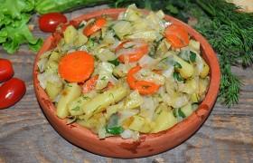 Капуста с картошкой, овощное рагу