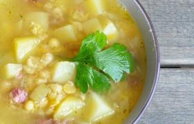 Гороховый суп с копченостями и горчицей