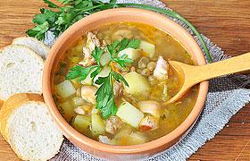 Вкусный суп с чечевицей и копченой курицей