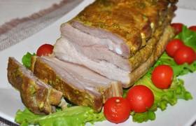 Свиная грудинка, запеченная в горчичном маринаде