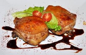 Запеченные в маринаде куриные бедрышки