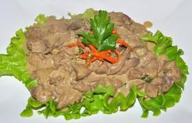Куриная печень в сметанно-горчичном соусе