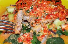 Рыба, запеченная в сливочном соусе с овощами
